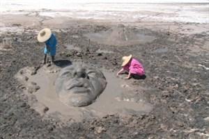 پایان جشنواره ملی مجسمه های نمکی در تالاب کجی نهبندان