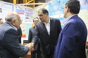 بازدید وزیر بهداشت از غرفه دانشگاه آزاد اسلامی در هجدهمین همایش کشوری آموزش علوم پزشکی