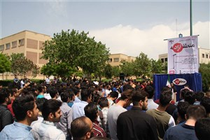 استقبال دانشجویان از برگزاری تریبون منطقه آزاد با موضوع «انتخابات» در واحد یادگار امام خمینی (ره) شهرری