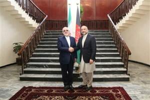 دیدار ظریف با مشاور امنیت ملی رئیس جمهور افغانستان