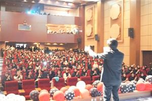 جشن ولادت امام زمان(عج) و روز جوان در دانشگاهآزاد اسلامیواحد بروجرد برگزار شد