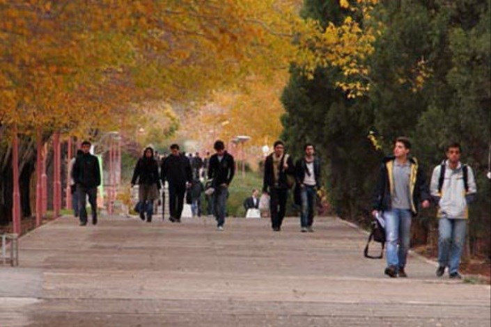 دانشجویان در محیط دانشگاه