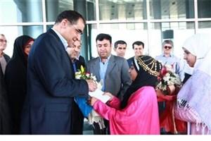 وزیر بهداشت به منظور افتتاح چند طرح بهداشتی درمانی در استان بوشهر، وارد عسلویه شد