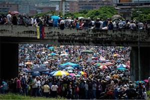 مردم ونزوئلا در هفتمین هفته ناآرامیها خیابانها را مسدود کردند