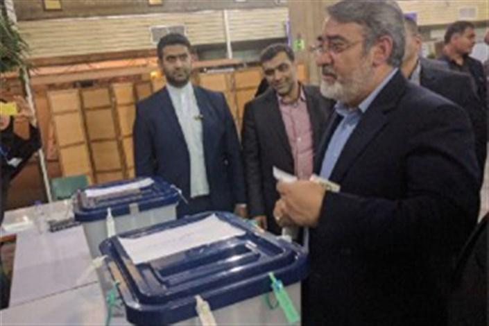 رحمانی فضلی رای خود را به صندوق انداخت