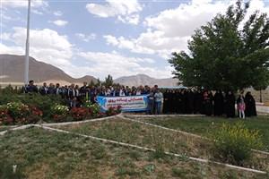 برگزاری همایش پیادهروی گرامیداشت سالروز تأسیس دانشگاه آزاد اسلامی در واحد دهاقان