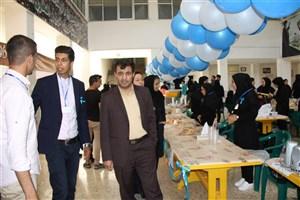 برپایی بازارچه خیریه در در دانشگاه آزاد اسلامی کازرون به نفع کودکان بیسرپرست