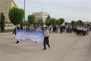 پیادهروی کارکنان واحد دانشگاهی شاهرود در سالگرد فتح خرمشهر و تأسیس دانشگاه آزاد اسلامی