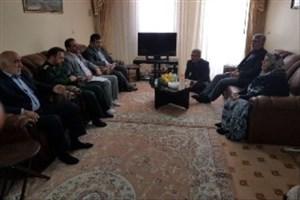 دیدار رئیس دانشگاه آزاد اسلامی واحد هشتگرد از خانواده شهدا در هفته مقاومت و ایثار