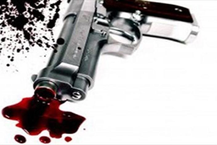 پسر ۲۲ ساله پدر و مادرش را با اسلحه پدرش کشت