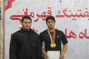 مبارزه دانشجوی سما قم در مسابقات پاورلیفتینگ قهرمانی دانشجویان جهان