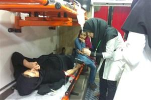 ویزیت رایگان توسط کادر درمانی دانشگاه آزاد اسلامی استان قم در شبهای قدر/تصاویر
