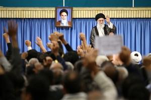 پخش مشروح دیدار خانواده های شهدای مرزبان و مدافع حرم با رهبر انقلاب