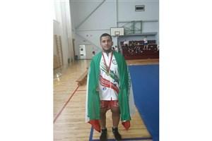 گردن آویز طلای مسابقات جهانی بر گردن دانشجوی سما دزفول