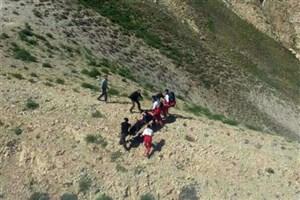 سانحه ریزش تونل برفی ازنا /حضور دو تیم امداد و نجات در محل حادثه /اعزام تیمهای واکنش سریع