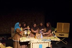 بچههای خیریه مهر لیلا نمایش «ماهپیشونی» را افتتاح کردند