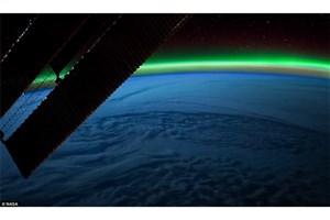 شفق قطبی از پنجره ایستگاه فضایی