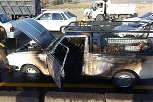 واژگونی و آتشسوزی خودرو پیکان وانت در جاده خاوران/راننده خودرو متواری شد/عکس