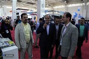 بازدید معاون پژوهشی دانشگاه آزاد اسلامی از غرفه های دانشگاه در نمایشگاه الکامپ