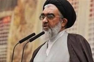 امام جمعه قم: فروش کالای ایرانی با مارک خارجی خیانت است