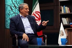 شهردار آینده تهران نباید به فکر ریاست جمهوری باشد/در قصه دانشگاه آزاد و وزارت علوم  حق را به دانشگاه آزاد میدهم/قالیباف عملگرا است