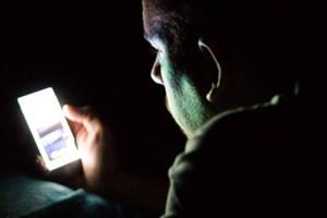 نورآبی موبایل ؛قاتل خواب/ آیا از مضراتی که چشمهایتان را تهدید می کند با خبرید؟