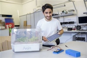 Iranian Student Makes Soil Free Hanging Garden