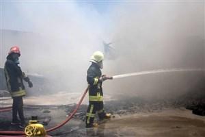مصدومیت یک آتش نشان در آتش سوزی کارگاه تولیدی-صنعتی در چهاردانگه