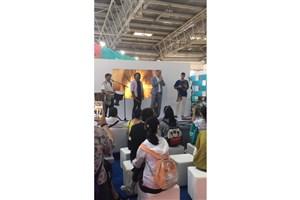 استقبال از اجرای گروه های هنری در نمایشگاه کتاب پکن