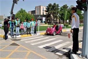 کانون جهانگردی و اتومبیلرانی ایران  به دانش آموزان آموزش ترافیکی می دهد