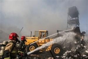 مخزن گازوییل در ساختمان نیمه کاره خیابان وحدت اسلامی  آتش گرفت/کسی آسیب ندید