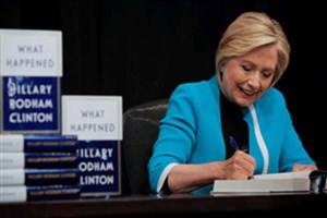 کتاب یادداشتهای هیلاری کلینتون در صدر پرفروشترین کتابهای سایت آمازون