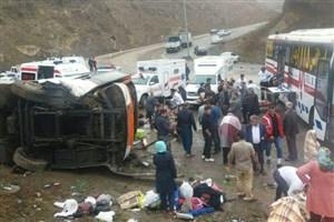یک دستگاه  اتوبوس در گردنه حیران واژگون شد