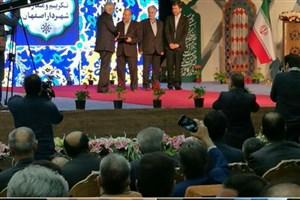 اهدای حکم شهردار جدید اصفهان توسط استاندار
