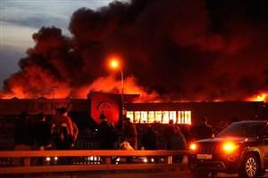 تلاش بالگرد ها برای خاموش کردن آتش در مسکو