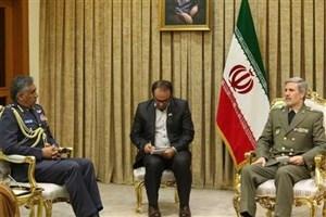 فرمانده نیروی هوایی عمان با وزیر دفاع دیدار کرد