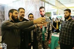 سلفی رییس دانشگاه علامه طباطبایی با شهید حججی / تصویر
