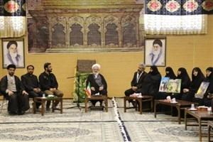 دیدار امام جمعه یزد با خانواده شهید حججی