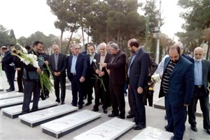 تجدید میثاق استاندار اصفهان با شهدای انقلاب اسلامی و دفاع مقدس