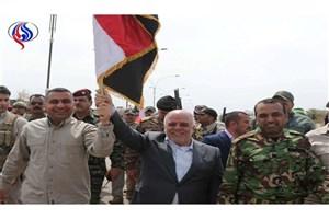 العبادی پرچم عراق را در القائم به اهتزاز در آورد