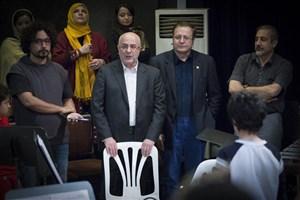 بازدید علی مرادخانی از تمرینات نمایش «الیور توئیست»