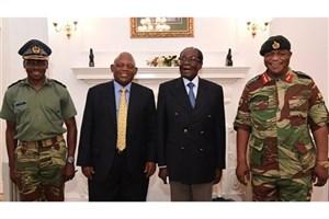 لبخند موگابه در کنار فرمانده ارتش زینبابوه