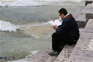 مشکل جامعه وارد نشدن عادت کتابخوانی به سبک زندگی افراد است