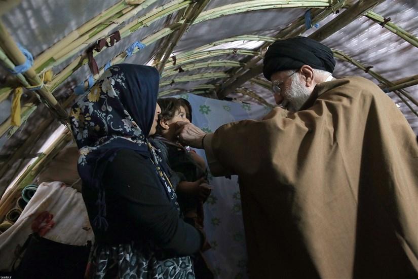 حضور رهبر انقلاب در مناطق زلزلهزده استان کرمانشاه