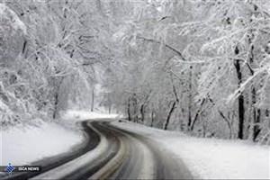 بارش برف  جاده های کشور را سپید پوش کرد/ وزش باد و کولاک در محور اسالم به خلخال