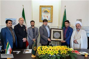 دانشجوی دانشگاه آزاد اسلامی مدال طلای جهانی  خود را به آستان قدس رضوی اهدا کرد