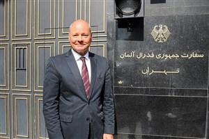 سفیر آلمان سوار بر نیسان آبی! + عکس