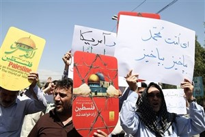 دانشجویان همراه با اقشار مختلف مردم مشهد در تظاهرات ضد آمریکایی- صهیونیستی شرکت میکنند