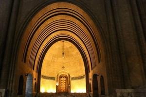 بدسلیقگی در مجاورت مهمترین موزه ایران