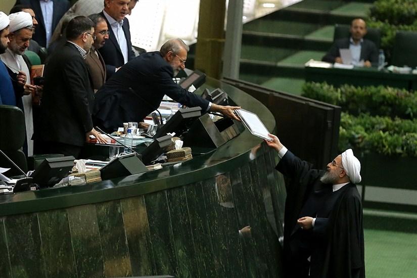 تقدیم لایحه بودجه ۹۷ به مجلس توسط رئیس جمهور